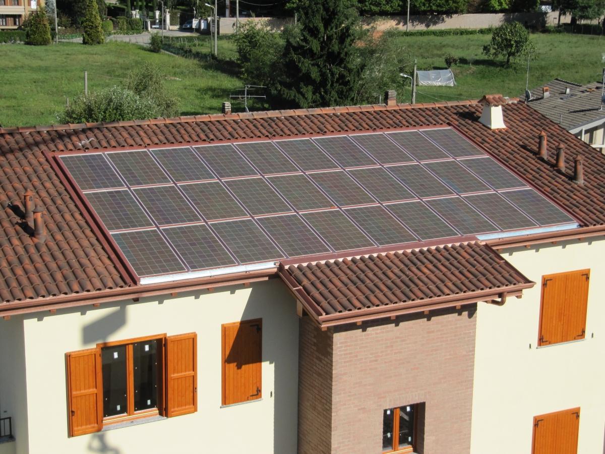 Pannello Solare Fotovoltaico Integrato : Moduli colorati rossi maple red v energy green